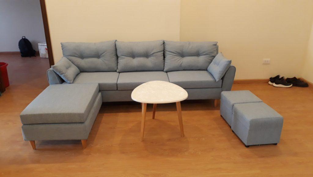 Độ dài kích thước của sofa thường dưới 2.4 m2 để vừa thang máy vận chuyển