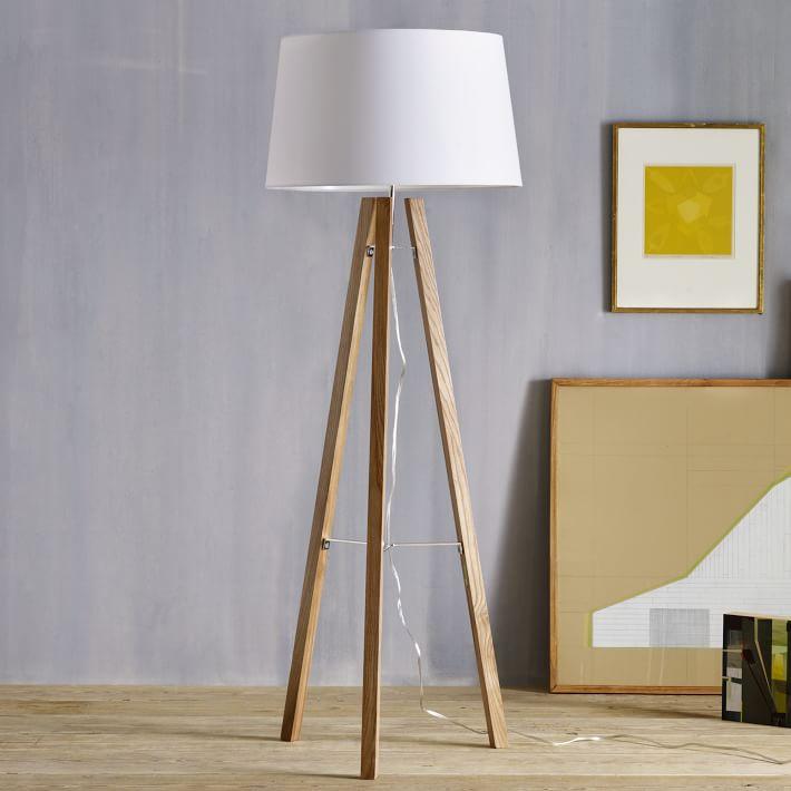Màu sắc đèn cây trang trí phù hợp với kiến trúc phòng khách