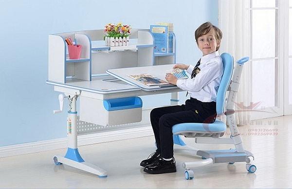 Chọn bàn học cho bé phù hợp với độ tuổi