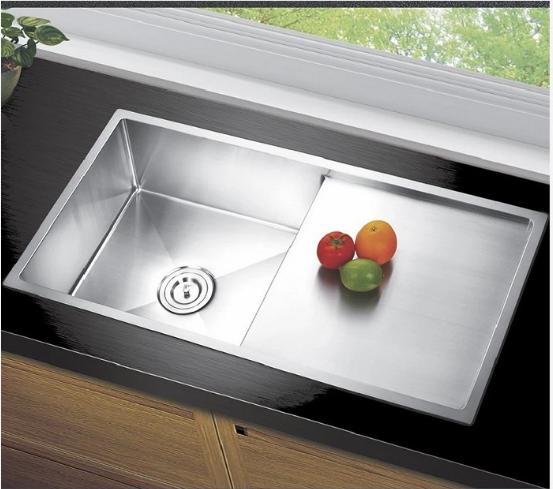 Chậu âm bàn là sản phẩm cao cấp tạo sự sang trọng cho không gian bếp