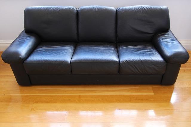Sofa da giá rẻ được làm từ chất liệu giả da nhưng cũng rất bền