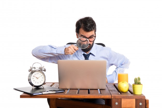 Các thám tử tư luôn nghiên cứu thật cẩn thận để phát thảo bản hợp đồng thể hiện sự chuyên nghiệp